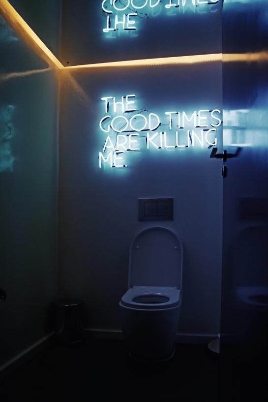 toilet-neon